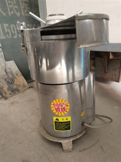 豆浆机九成新,没怎么用,适合家庭成员多,或小型餐馆使用