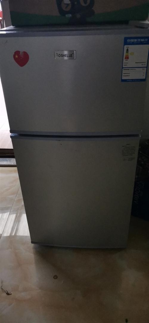 二手荣升小冰箱,电源插头和冰箱底部有小磕碰。联系时请说是在黔江在线看到的
