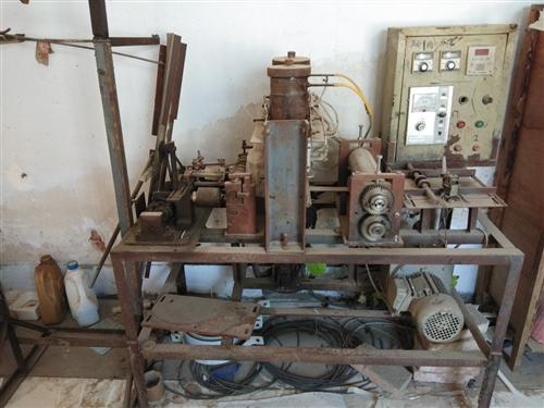 处理一台闲着的空气滤清器粘纸机,带2个尺子,尺子几乎没怎么使用,地址王官庄田村,价格面议,合适就拉走