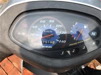 铃木摩托车,买时5000多,动力足,声音小,正常骑用,原装,已脱审,低价出售,可小刀,非诚勿扰
