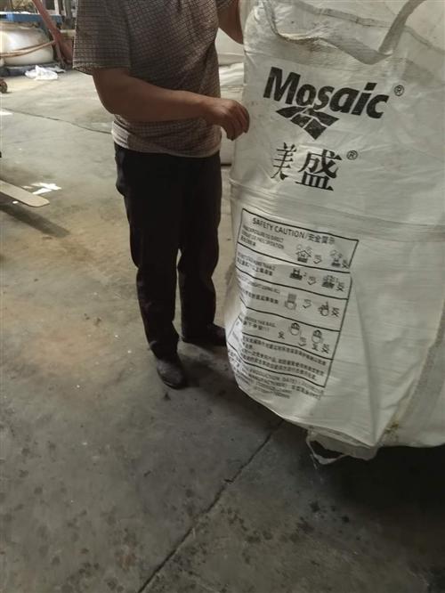 我厂有一批处理的吨包,高1,1宽1,1,用过一次,包里边不脏,上面有盖,有需要的给我联系,15837...
