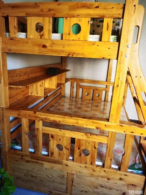 **柏木高低床(帶床墊),7月份剛買的,因不滿家中布置,低價出售,有意著電話聯系