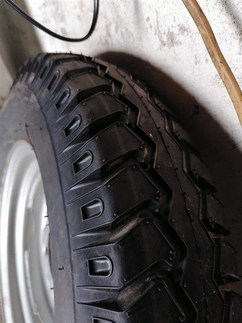 **三轮摩托车备胎,5.00---12型号,一次都没有用过,新的装成360元。