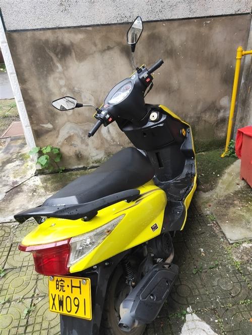 劲浪摩托出售,才骑3000公里,保险八月份买的,需过户,便宜出售,需要的电话联系
