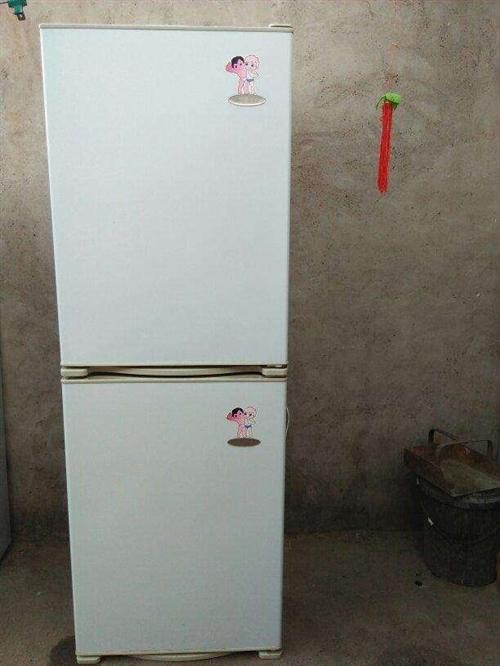 海爾雙王子,分開放,立起來放都可以,冷藏冷凍都有,另一截全冷凍,可單買一截,一起出350,單個200...