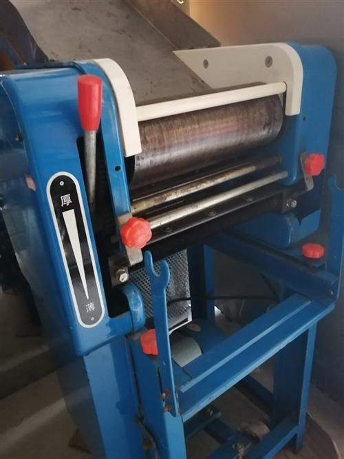 九成新小型压面机带两个切面条刀低价处理