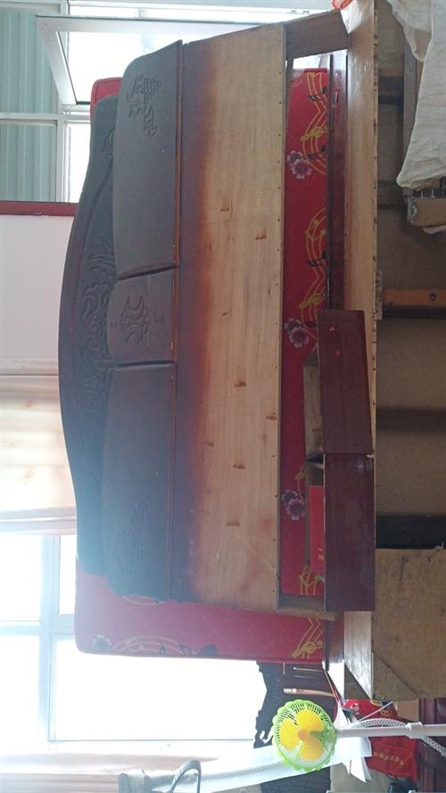 买了新床,旧的不用了,实木的,有要的八百床加垫子自己拉走,不送货