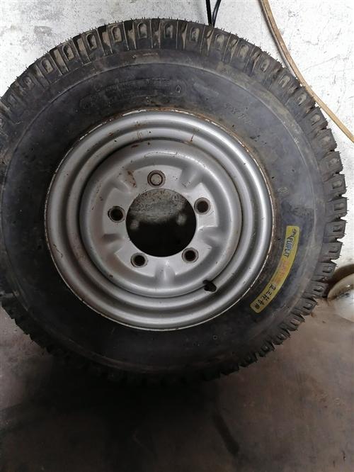 **三轮摩托车载货轮胎,配钢波,一次都没有用过,低价转让!