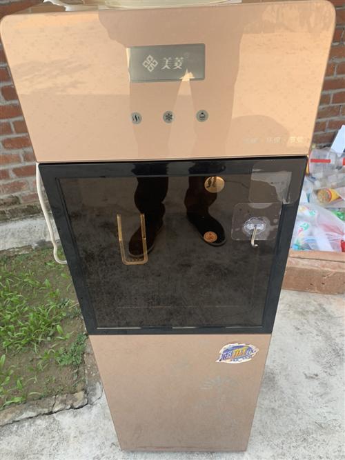出售九成新冷热饮水机,内置压缩机,用了两年200自提