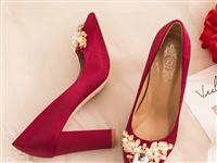 【孕妇可穿】婚鞋女2018新款新娘鞋子结婚酒红色粗跟防水台高,36码酒红色,只穿了一次。现在出手