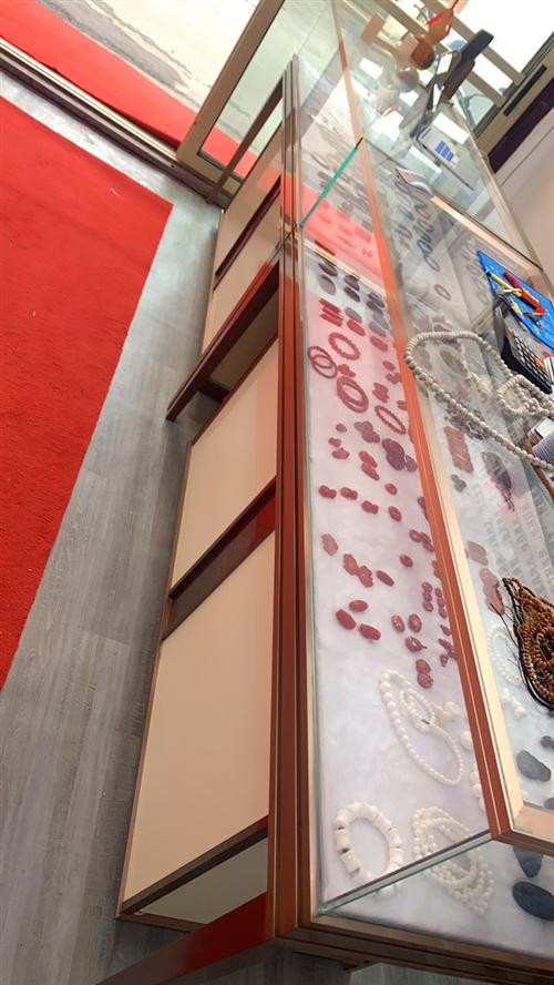 珠宝展柜,长1.5米,朔钢材质,由于买多了,现在处理一个,
