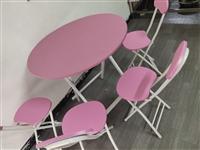 转让一套二手桌椅,一个桌子四个椅子,九成九新,友情价188县城内可送货,看上的联系135321492...