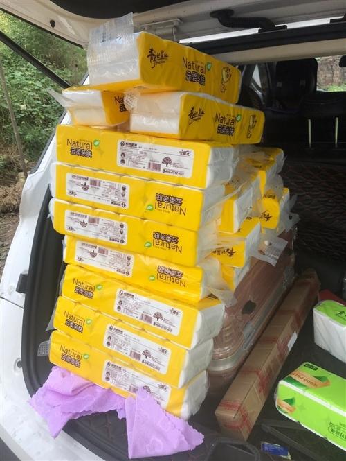 有一百多提卫生纸,因搬家不想来回搬,现在进价处理,有意者电话联系  钱女士  13526930210