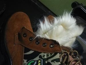 **棉�诒P�,公司�l的,鞋�42,里面有�L毛很暖和,� 量非常棒,鞋底是牛筋底,一次�]穿�^。有需要的�...