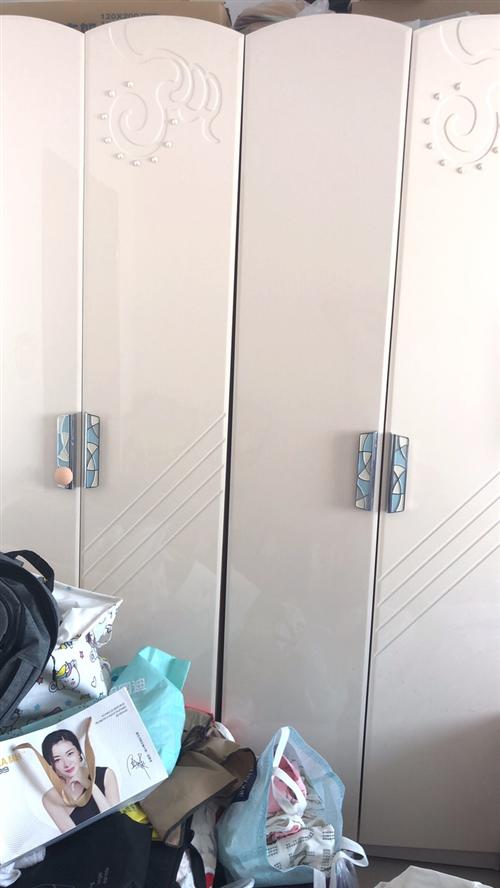 衣柜買了基本沒有用九成新,現在用不著需要處理,買的的時候2000多,需要的聯系我1525343990...