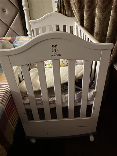 巴布豆婴儿床?床围?被子?床垫?床单?枕头,一套原装全送 另外送一个蚊帐,还有一个迪士尼凉席 床...