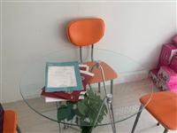 两张新的谈客桌,带6个凳子