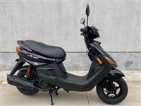 求购一台二手燃油踏板摩托车,价格800—1200,微信18290387128