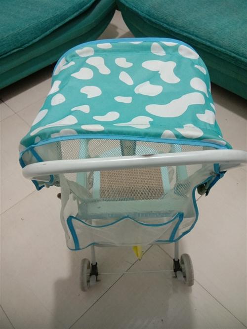 便宜出售九成新婴儿推车,可坐可躺。基本没用过,买成128元,现价50元看得起可以少。