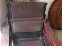 实木沙发便宜卖,只要45元,沙发非常牢固,9层新,在城西莲花垅对面上方。