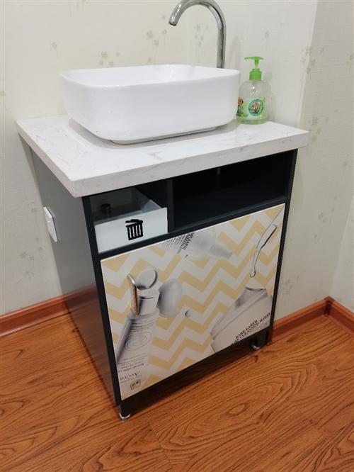 便捷可移动热水洗脸池。方便用于没有下水道的美容店等地