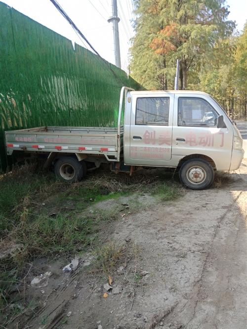 六轮小货车斗长2.65米,宽1.5米,五万公里,品牌黑豹,小黄牌不用年审,C1可以开,车况非常好,有...