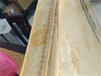 出售刚买95新床垫。宽:1200长:2000。刚买不久。