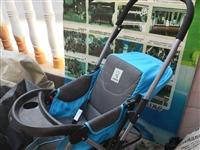 九成新品牌婴儿车,可折叠拆洗,地点在财富购物中心附近丽景豪庭,可送货上门。