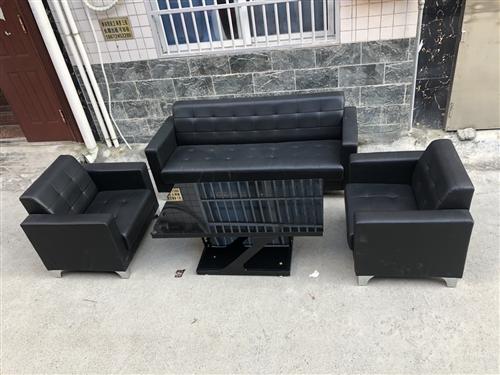 新沙发一套,带茶几4件套,1200多买来才买两个多月,便宜卖,需要的联系!