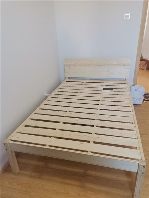 1.2米x1.9米木床,方便拆装,使用半个月
