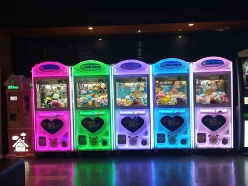 《娃娃机转让》因本人到外地发展,现将5台娃娃机和1台兑币机转让给有缘人。99新,性能稳定,价格美丽。...