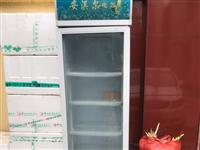 展示柜一个,菜板一块。