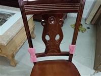实木椅子,大概有五六张。