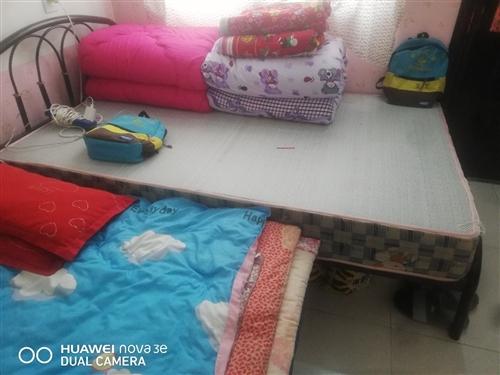 因要搬家,现有1.5米床(200元),九九成新的海尔洗衣机(900元)便宜处理