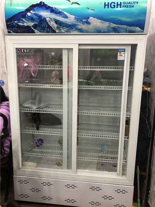 展柜冷藏冰箱,1米五。才用一个月。价钱面议。 需来电自取。