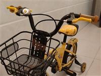 出售闲置的小孩自行车,带辅助轮,车况良好,有意者联系