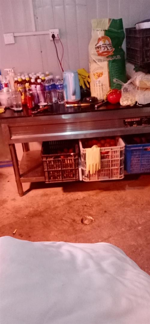 处理一批厨房厨具,电热保温柜,电热下面条锅,六开门冰柜,桌椅板凳,自己其他!