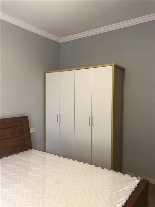 出售新床2架、床头柜2个、床垫2个共使用一年(9成新)、沙发一套。质量很好价格从优,买以上物品还可以...