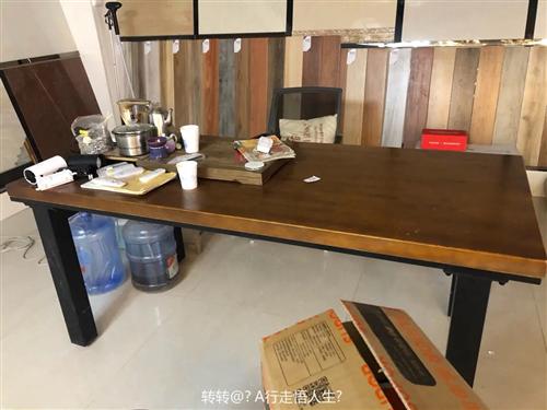 出售实木桌一张,长180,宽80,可办公,可家用!电话17339698193