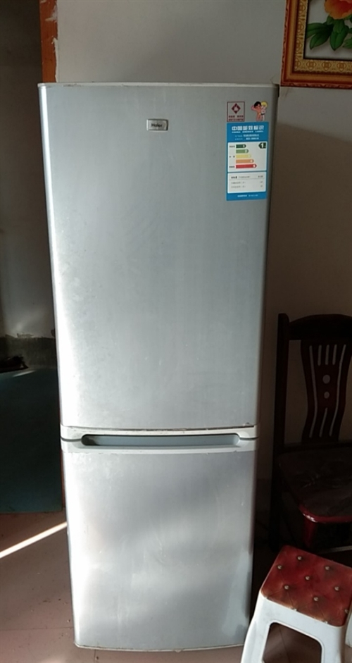 海尔冰箱。 我的冰箱正常使用着,我又买了一台新的,它太小了用不着了,想把它卖掉。