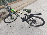 出一辆11月购入的自行车,平时上班通勤骑一骑,弄了辆摩托车不需要了,车几乎**,原价960,变速流畅...