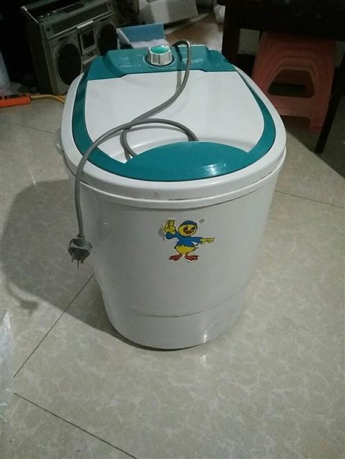 类型:小型洗衣机。 型号:4.5公斤。 功率:240w。 特点:小巧玲珑。 适用:儿童衣服,...