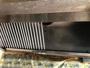 專業清洗油煙機凈化器.專用清洗劑清洗。