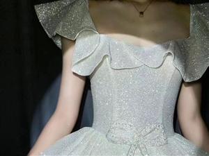新款婚纱礼服化妆师