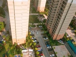 急售小区房三面采光黄金楼层户型方正三房仅售99万