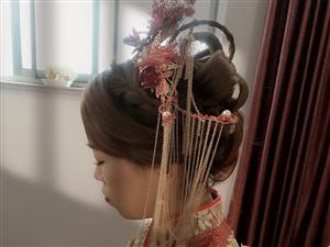 小梅资深化妆师