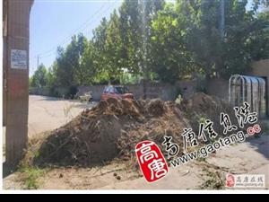 高唐:小区门口竟被土堆封路,惹民愤!