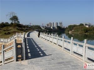 """�P城郊�^""""酉水�L廊""""是休�e散步的好地方"""