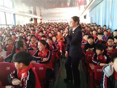 我县各学校开展丰富多彩的宪法日主题宣传活动