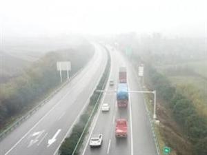 12月10日西�h高速安全�距�`法抓拍�_始��P